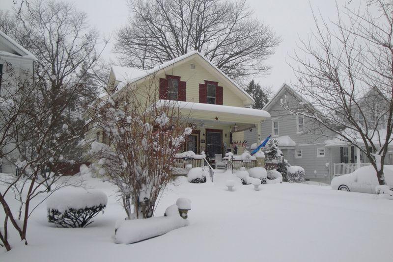 DSC00622 snowy house